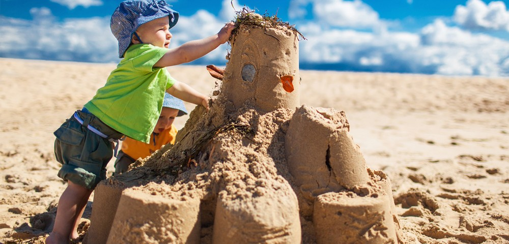 playing in sand-1000x600